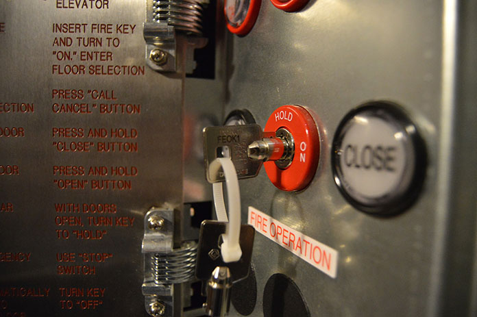 Obsługa wind osobowych i towarowych wymaga najlepszych komponentów dźwigowych